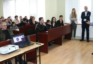 მართლწესრიგის ოფიცრები სოხუმის სახელმწიფო უნივერსიტეტის სტუდენტებს შეხვდნენ